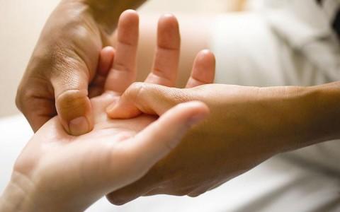 Растяжение кисти руки: как вернуть подвижность