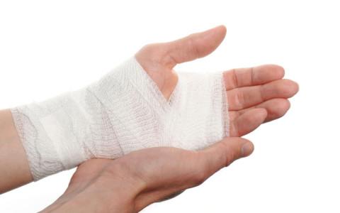 Острое и хроническое растяжение мышц руки: особенности лечения